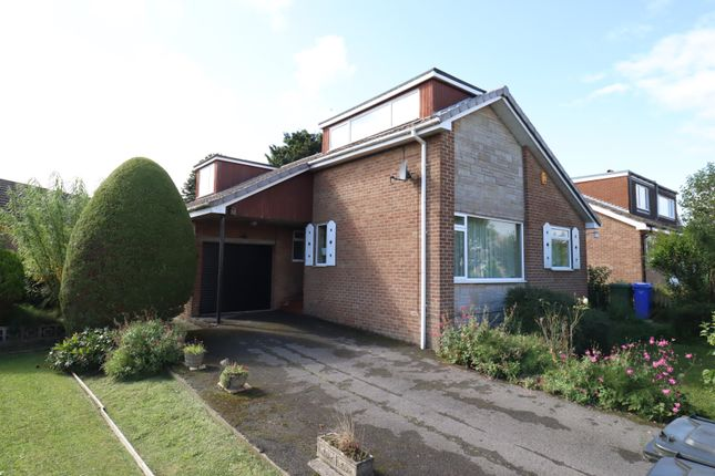 4 bed bungalow for sale in Outgaits Close, Hunmanby YO14