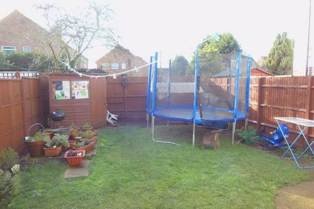 Thumbnail Maisonette to rent in Willow Tree Lane, Yeading, Middlesex