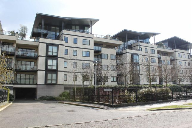 Thumbnail Flat for sale in Riverside Place, Cambridge