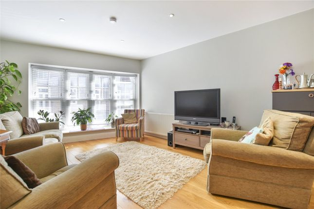 Thumbnail Flat to rent in Berks Hill, Chorleywood, Rickmansworth, Hertfordshire