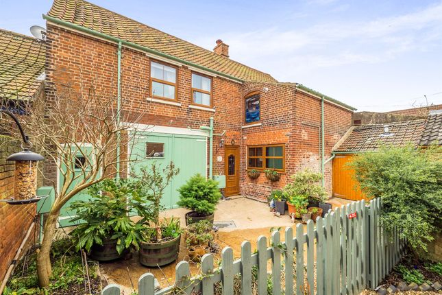 Thumbnail Cottage for sale in Cross Street, Cromer