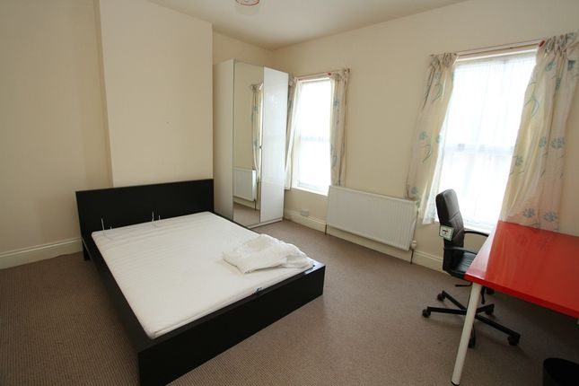 Thumbnail Terraced house to rent in Queensland Avenue, Earlsdon, Coventry