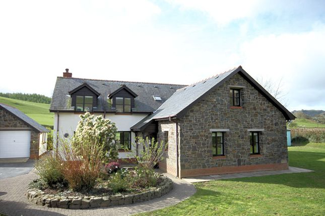 Thumbnail Detached house for sale in Ffordd Glyndwr, Cwrt