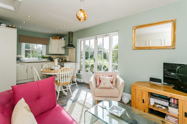 Thumbnail Bungalow to rent in Kites Hardwick, Between Southam And Rugby