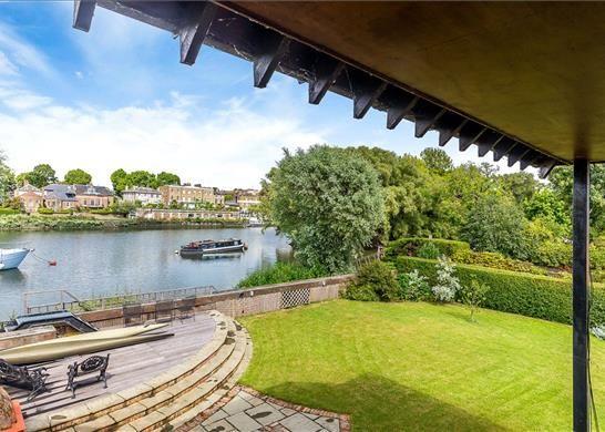River Views of Ducks Walk, East Twickenham TW1