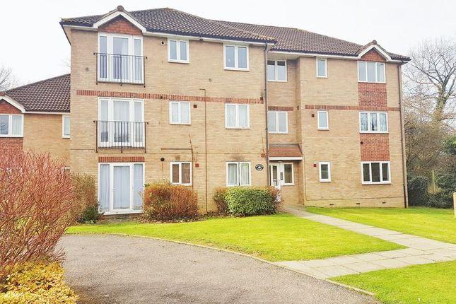 Thumbnail Flat to rent in Longbridge Road, Horley