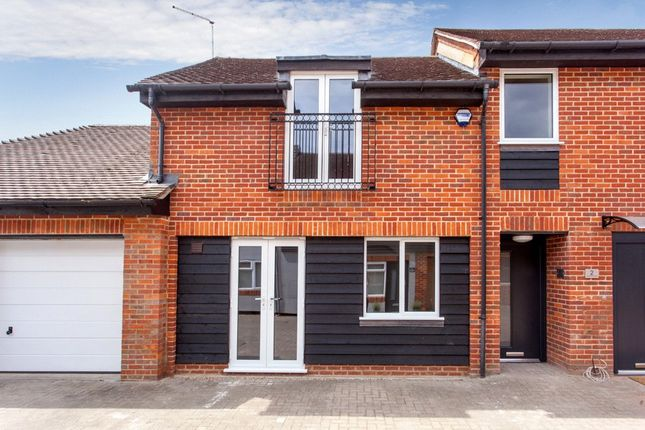 Thumbnail Terraced house for sale in Little Marlow Road, Marlow, Buckinghamshire