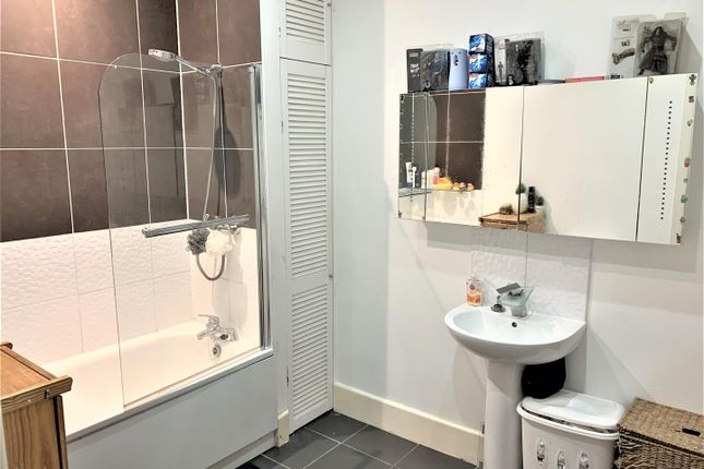 Bathroom 1 of Windmill Close, Meopham, Gravesend DA13