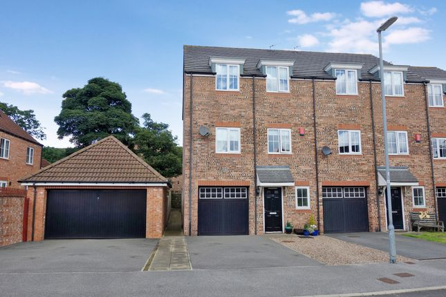 4 bed town house for sale in Ecklands, Millhouse Green, Sheffield