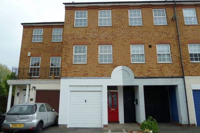 Thumbnail Terraced house to rent in Oakleigh Close, Swanley