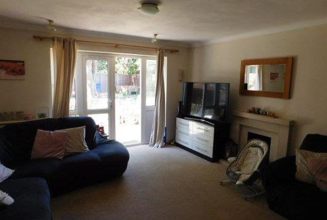 Thumbnail Flat to rent in Falling Lane, Yiewsley
