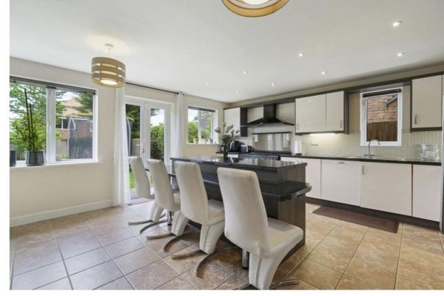 5 bed detached house to rent in The Avenue, Oadby, Leicester LE2
