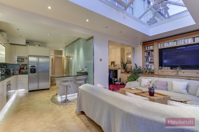 Thumbnail Property for sale in Oaklands, London