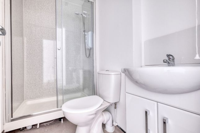 Shower Room of Flat 5, 15 Foregate Street, Worcester WR1