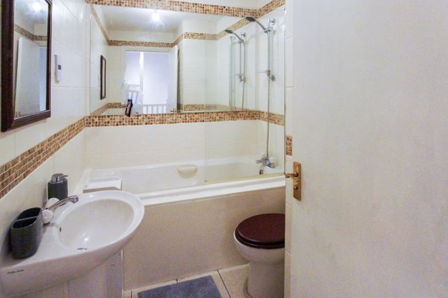 Bathroom of Thorter Row, Dundee DD1