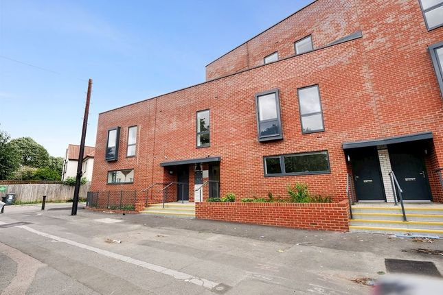 Thumbnail Flat to rent in Purley Way, Denning Avenue, Croydon