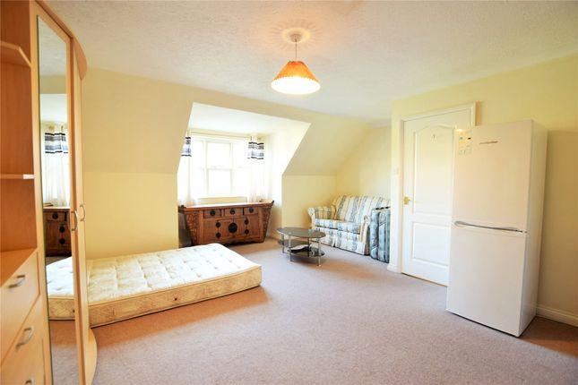 Thumbnail Maisonette to rent in Roebuck Rise, Tilehurst, Reading, Berkshire