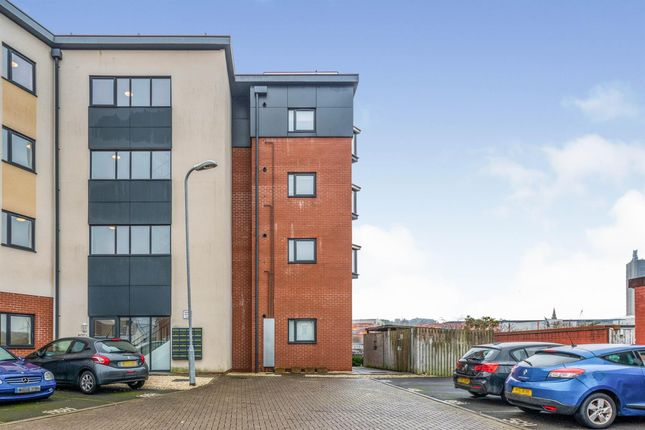 Thumbnail Flat to rent in Amber Close, Newport