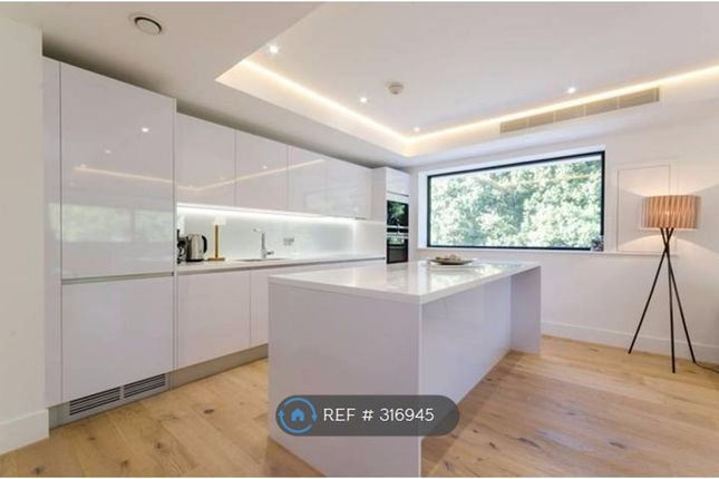 2 bed flat to rent in Sulivan Road, London