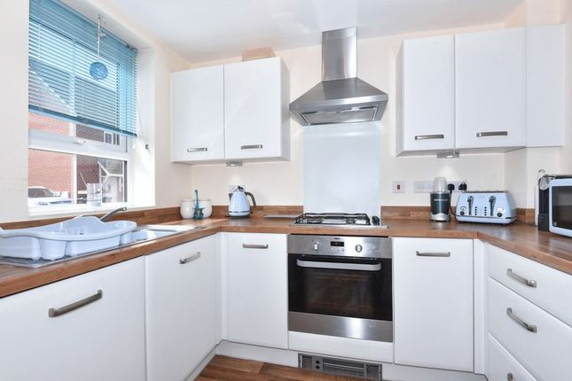 Thumbnail Semi-detached house for sale in Robins Way, Bodicote, Banbury