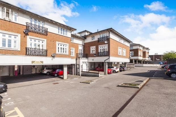 Flat in  Cambridge Road  Crowthorne R Reading