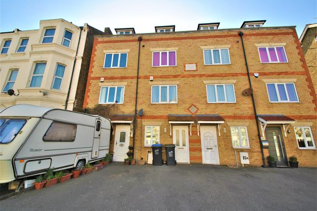 Thumbnail Town house to rent in Harold Road, Margate