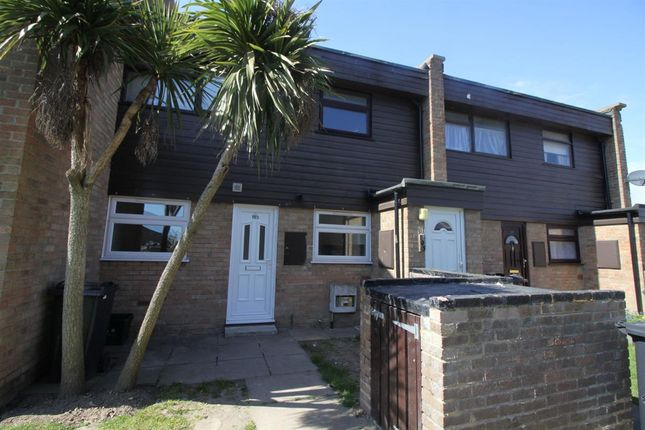 2 bed flat to rent in Knox Road, Clacton-On-Sea CO15