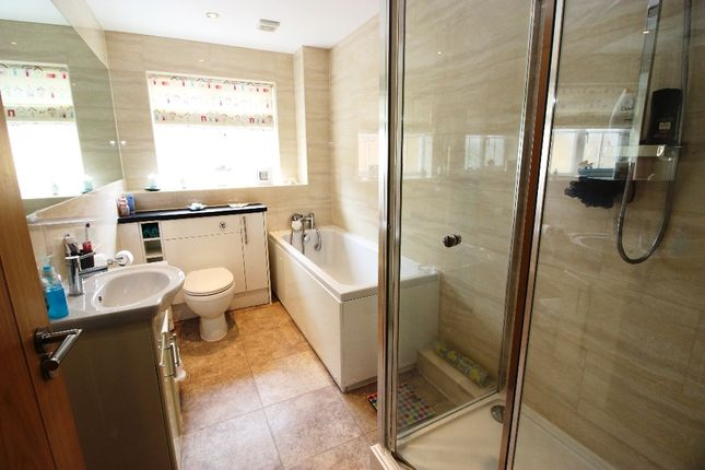 Bathroom of London Road, West Kingsdown TN15