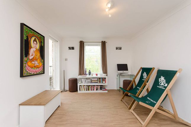 Thumbnail Flat to rent in Bowmans Mews, Aldgate