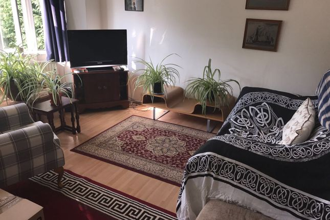 Thumbnail Flat to rent in Temple Ave, London