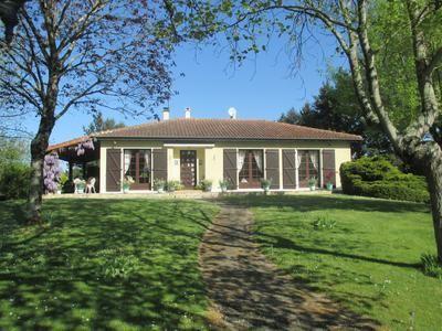 3 bed villa for sale in La-Rochefoucauld, Charente, France