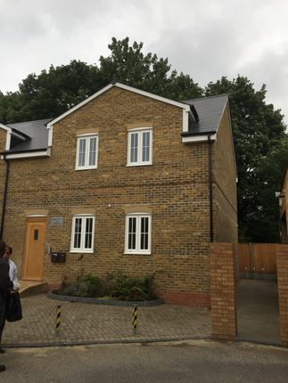 Thumbnail Flat to rent in St-Albans Road, Watford