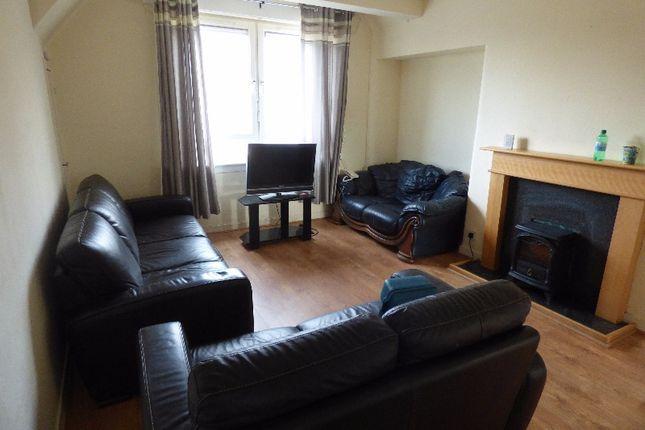 Thumbnail Flat to rent in Hyvots Bank Avenue, Gilmerton, Edinburgh