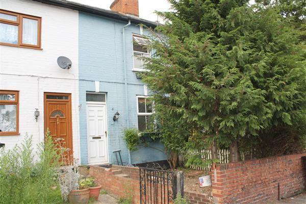 4 bed terraced house to rent in Egham Hill, Englefield Green, Egham