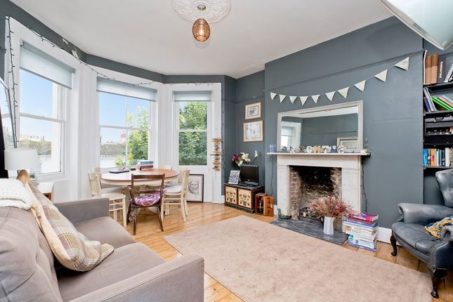 2 bed flat to rent in Compton Avenue, Brighton