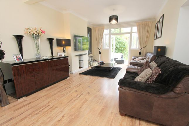 Lounge of Foresters Drive, Wallington SM6