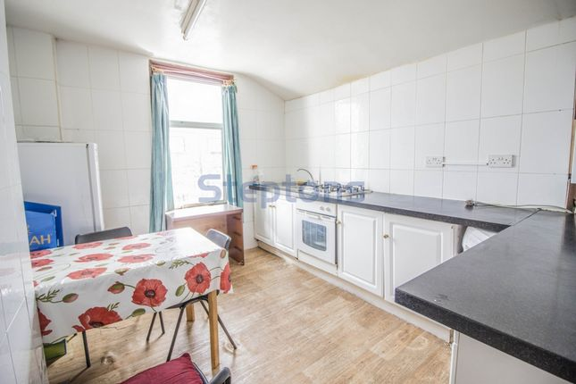 Thumbnail Flat to rent in Romford Road, Manor Park