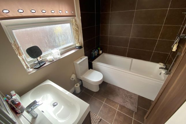 74 Castleview Bathroom (002)