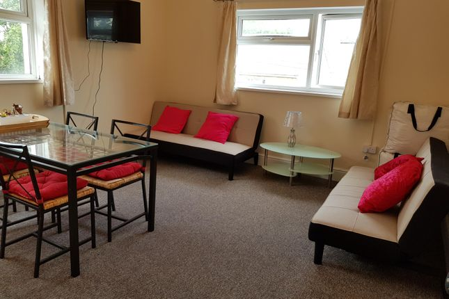Thumbnail Flat to rent in The Court, Newport Road, Roath, Cardiff