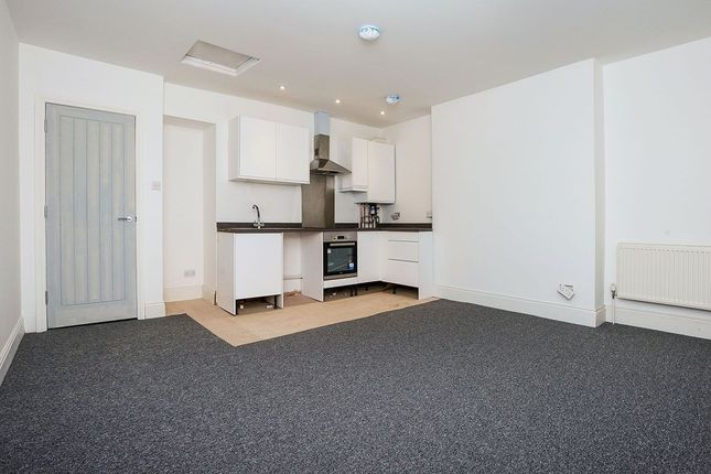 2 bed flat to rent in Devonport Road, Stoke, Plymouth PL1