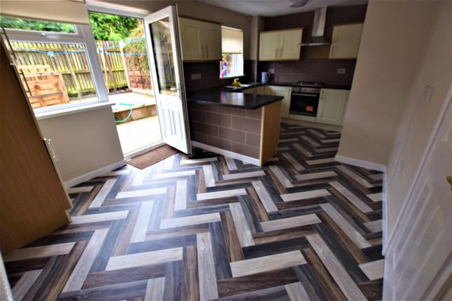 Thumbnail Property to rent in Edgworth Close, Heywood