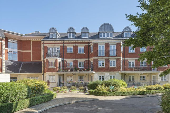 Thumbnail Flat to rent in Eastcote Road, Pinner
