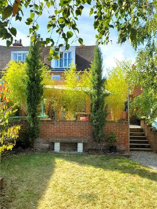 Picture No. 24 of Basingstoke Road, Spencers Wood, Berkshire RG7