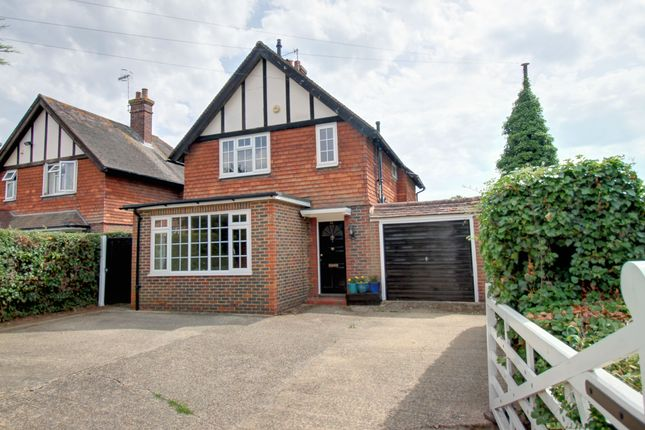 Thumbnail Detached house for sale in Lingfield Road, Edenbridge