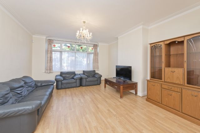 4 bed semi-detached house to rent in Lynwood Road, Ealing, London