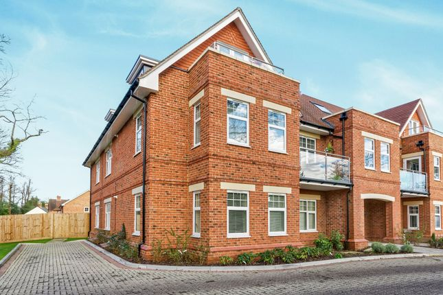 Thumbnail Flat to rent in St. Marks Road, Binfield, Bracknell