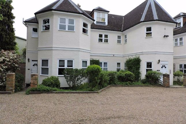 1 bed flat to rent in High Road, Byfleet, West Byfleet KT14