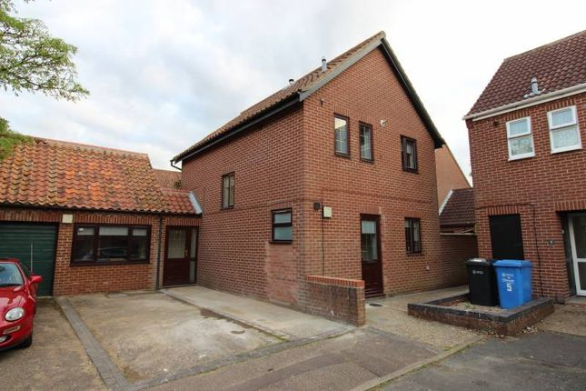 Thumbnail Shared accommodation to rent in Mayes Close, Norwich