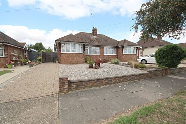 2 bed bungalow to rent in Frensham Drive, Hitchin SG4