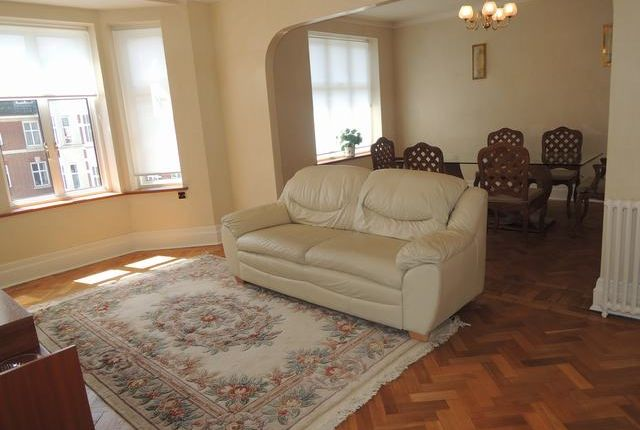 Thumbnail Flat to rent in Haven Green Court, Ealing
